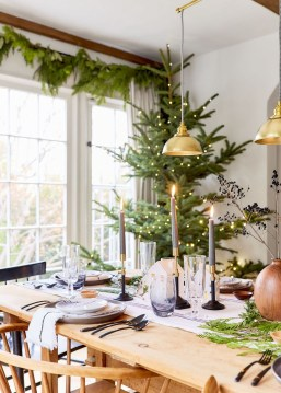 Beautiful Christmas Dining Room Decor Ideas Should You Apply This Winter 26