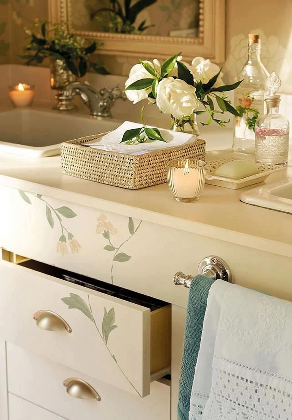 Beautiful Romantic Bathroom Decorations 34