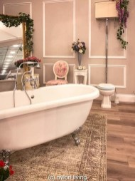 Beautiful Romantic Bathroom Decorations 35