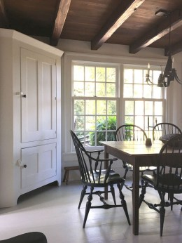 Choosing The Right Farmhouse Dining Room Table 33