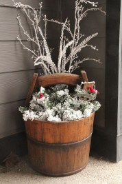 Lovely Winter Front Porch Decoration That Will Make Your Porch Looks Beautiful 01