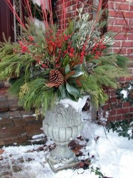 Lovely Winter Front Porch Decoration That Will Make Your Porch Looks Beautiful 06