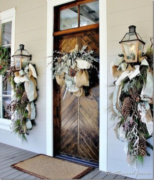 Lovely Winter Front Porch Decoration That Will Make Your Porch Looks Beautiful 09