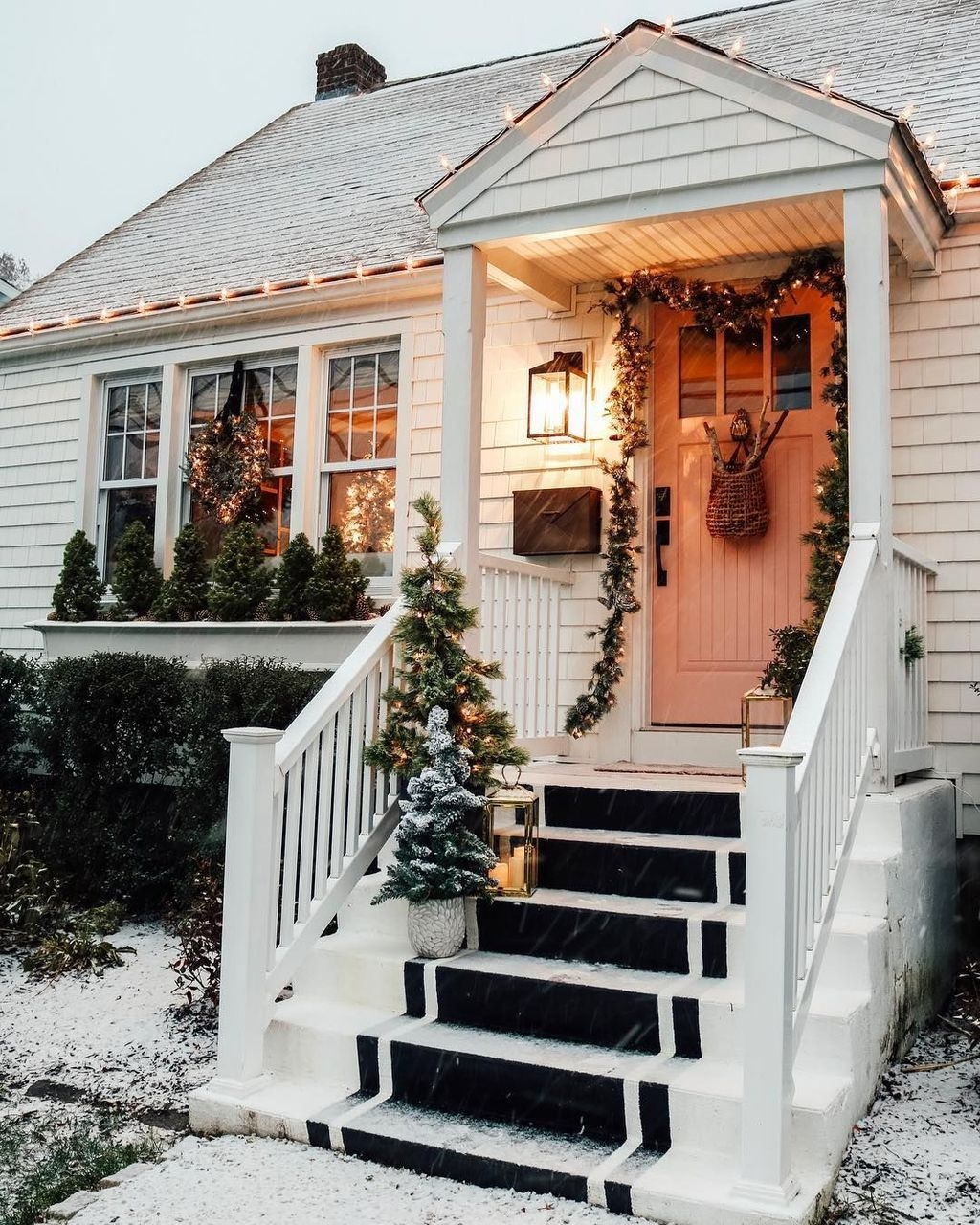 Lovely Winter Front Porch Decoration That Will Make Your Porch Looks Beautiful 12
