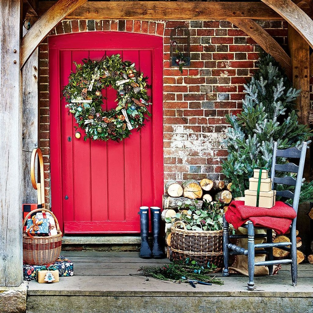 Lovely Winter Front Porch Decoration That Will Make Your Porch Looks Beautiful 24