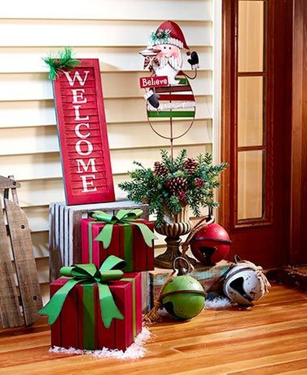 Lovely Winter Front Porch Decoration That Will Make Your Porch Looks Beautiful 26