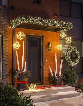 Lovely Winter Front Porch Decoration That Will Make Your Porch Looks Beautiful 27