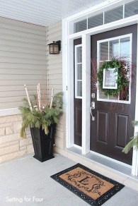 Lovely Winter Front Porch Decoration That Will Make Your Porch Looks Beautiful 37