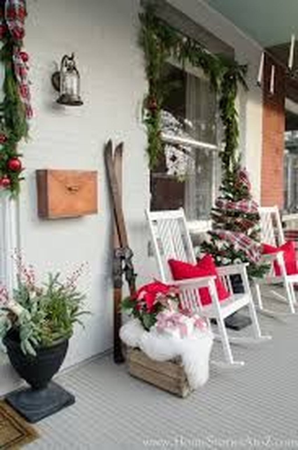 Lovely Winter Front Porch Decoration That Will Make Your Porch Looks Beautiful 40