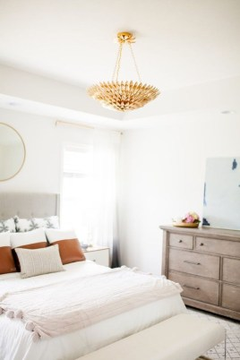 Make Your Bedroom More Romantic With These Romantic Bedroom Decorations 39