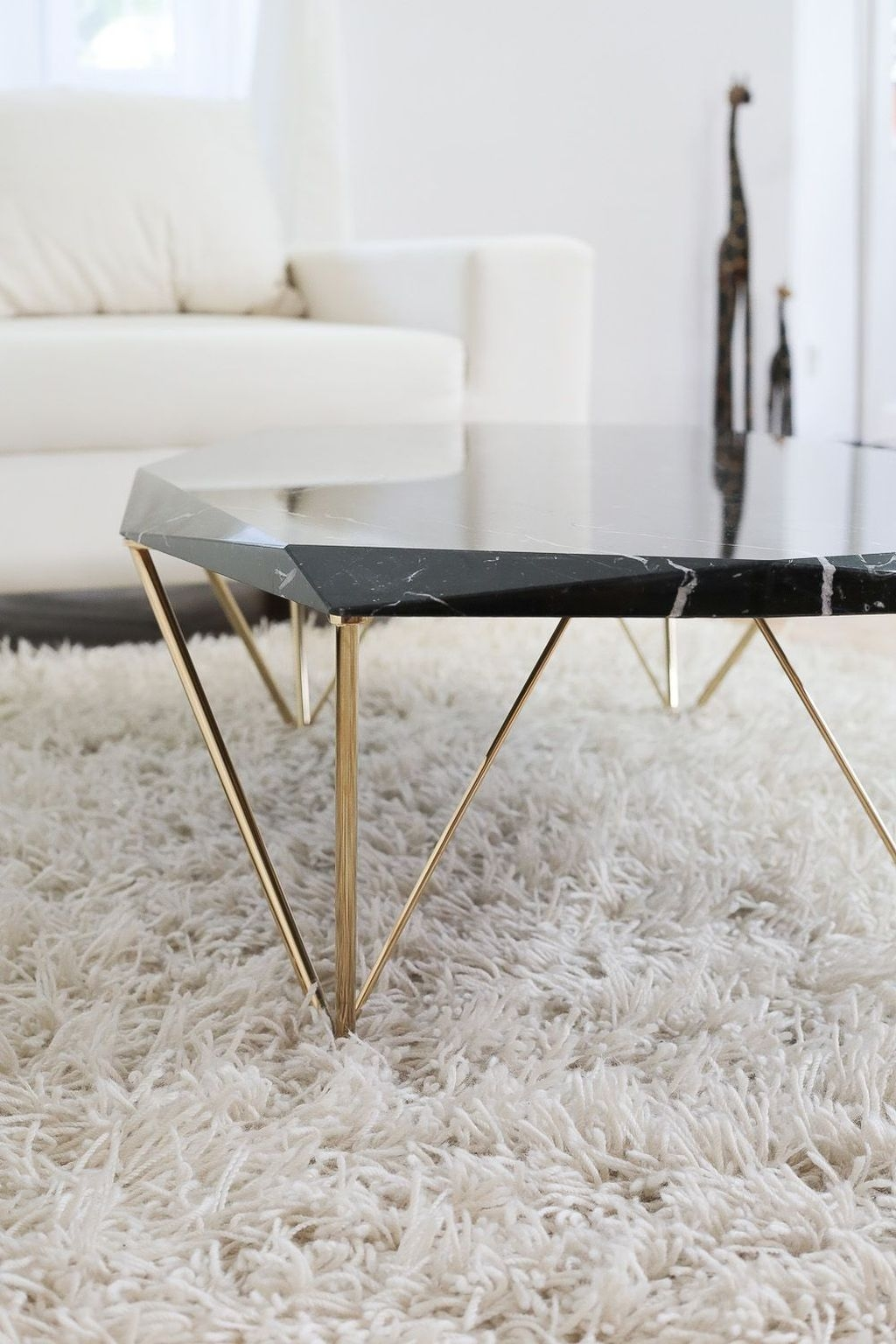 Popular Modern Coffee Table Ideas For Living Room 35