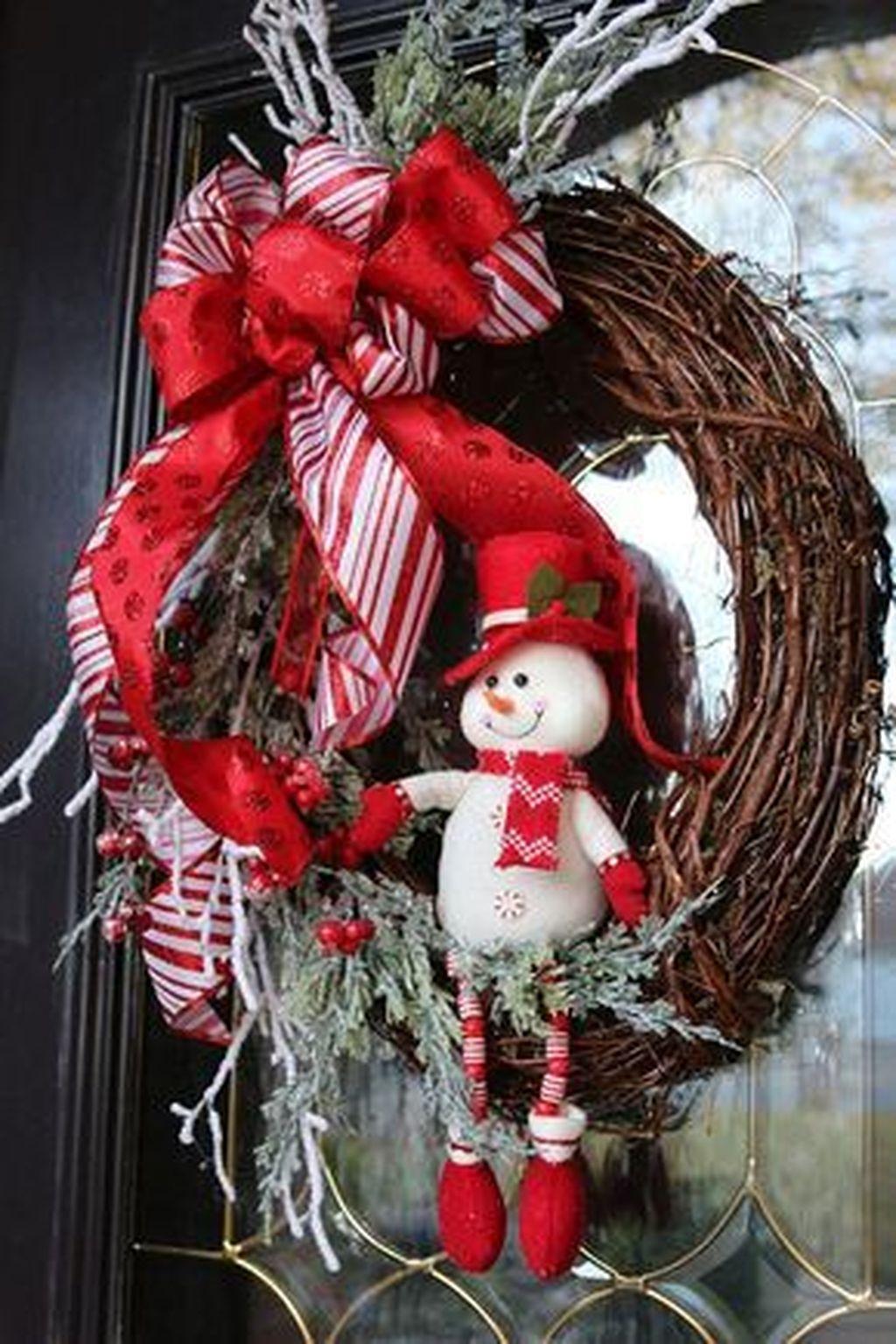 Popular Winter Front Door Decoration Ideas 02