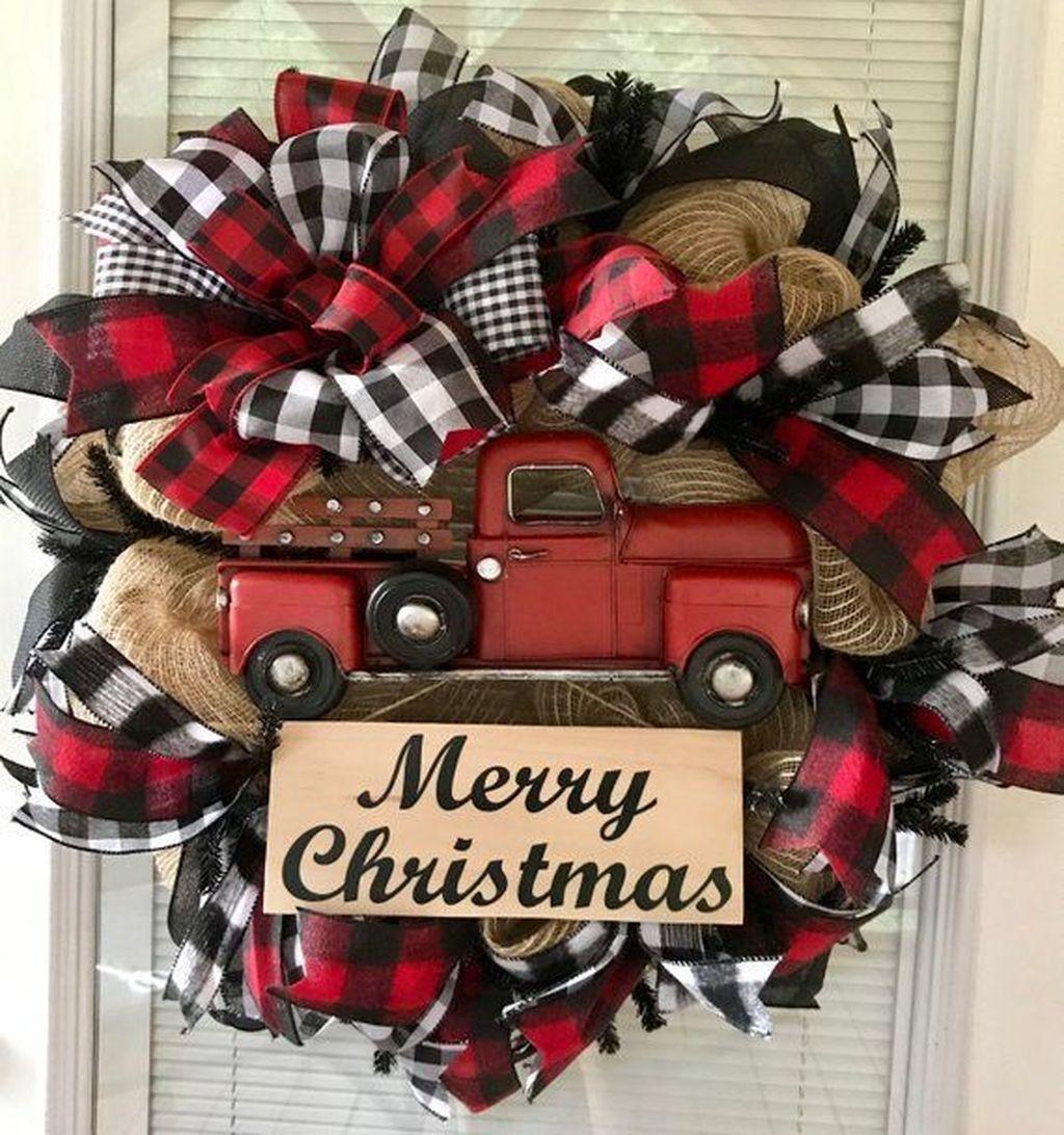 Popular Winter Front Door Decoration Ideas 05