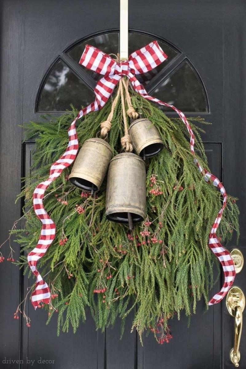 Popular Winter Front Door Decoration Ideas 20