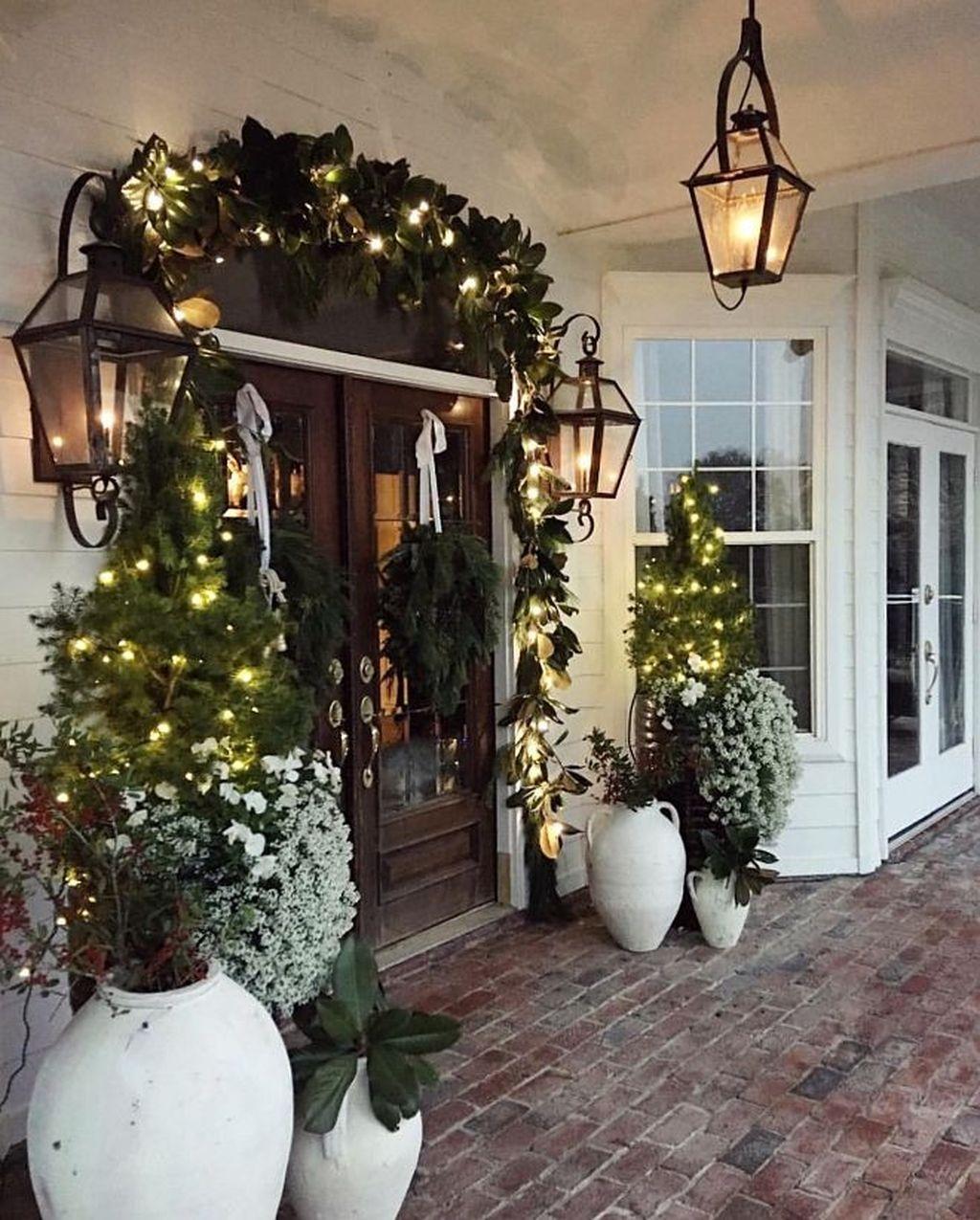Popular Winter Front Door Decoration Ideas 24