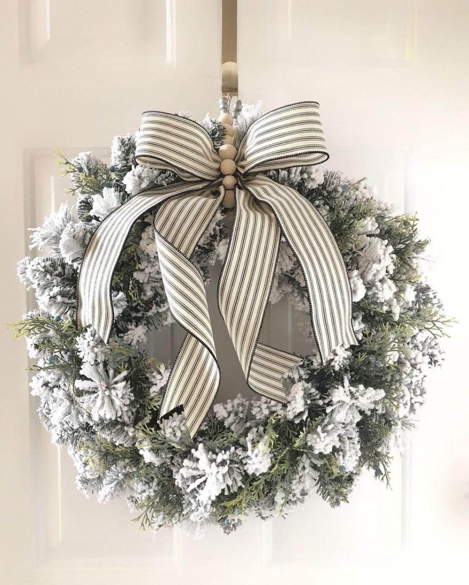 Popular Winter Front Door Decoration Ideas 25