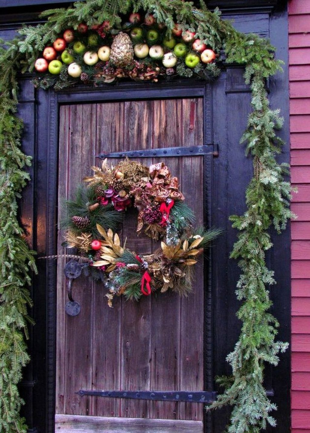 Popular Winter Front Door Decoration Ideas 32
