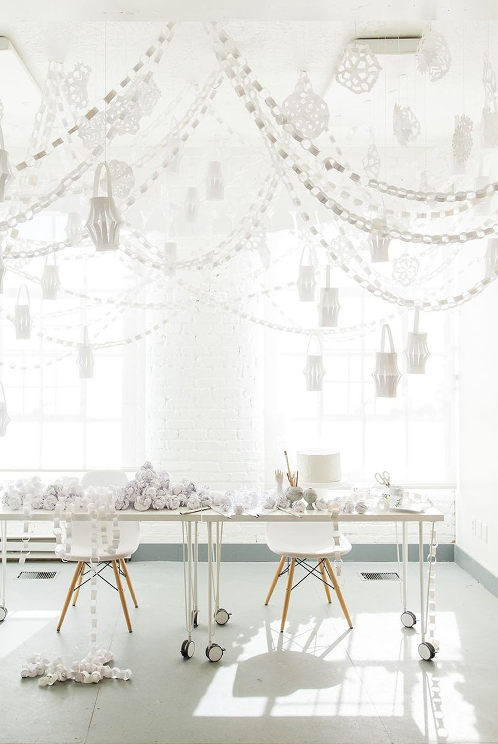 Stunning Winter Office Decorations That You Can Easily Make 10