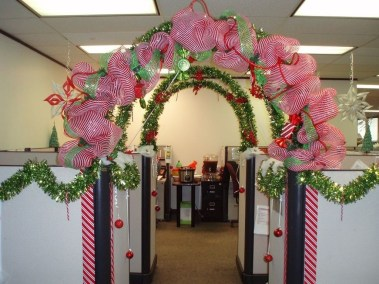 Stunning Winter Office Decorations That You Can Easily Make 17