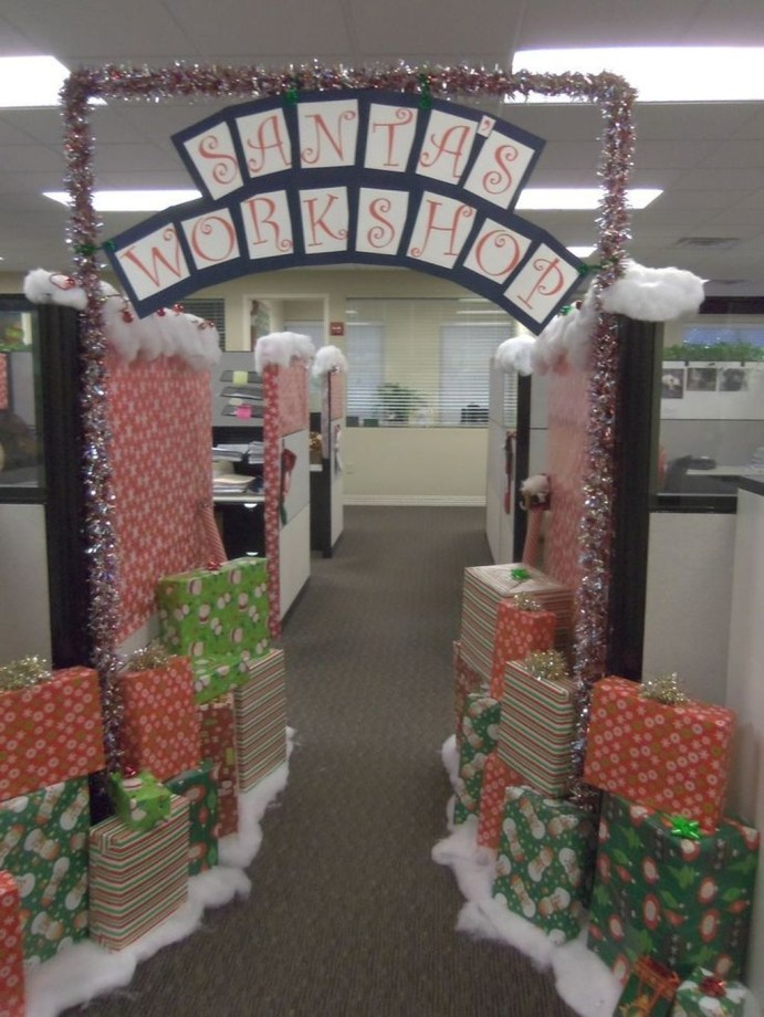 Stunning Winter Office Decorations That You Can Easily Make 22