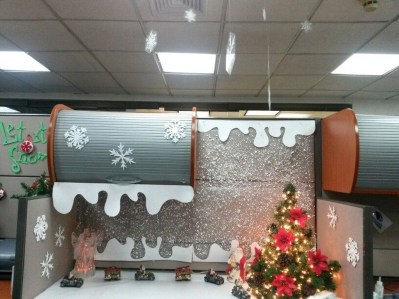 Stunning Winter Office Decorations That You Can Easily Make 24