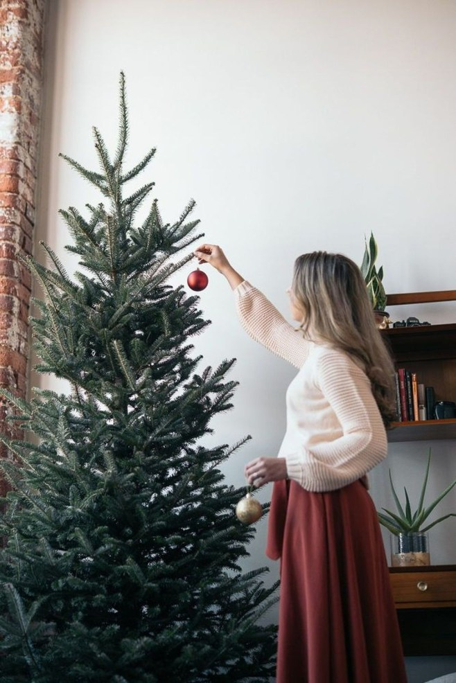 Stunning Winter Office Decorations That You Can Easily Make 41