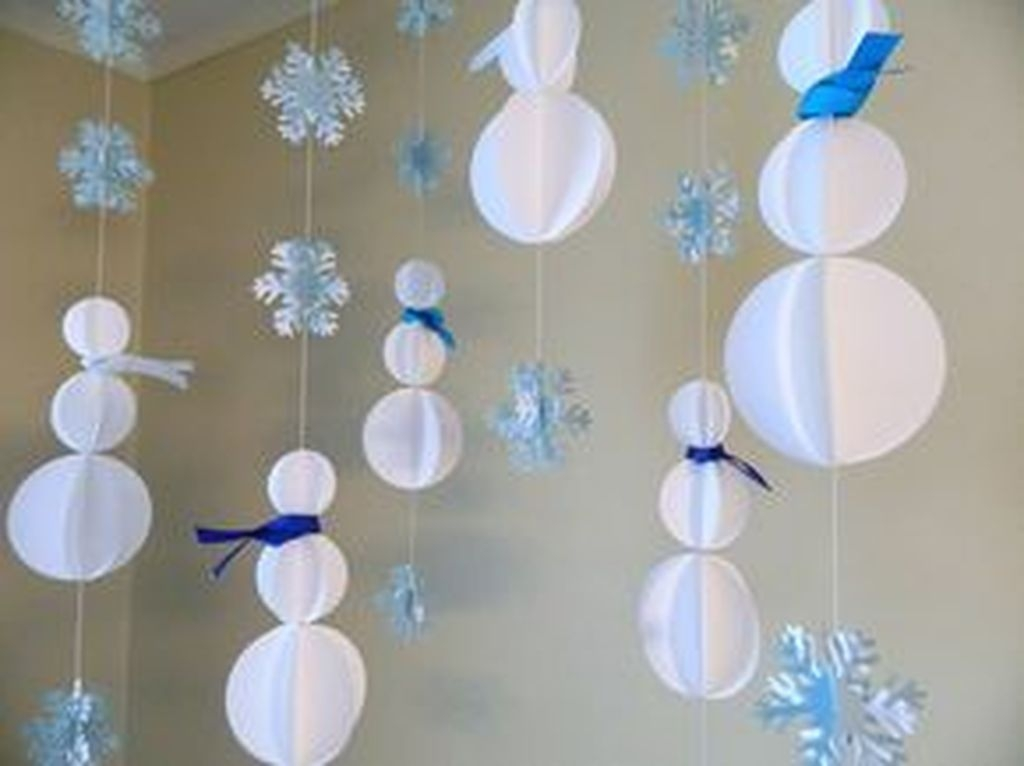 Stunning Winter Office Decorations That You Can Easily Make 47
