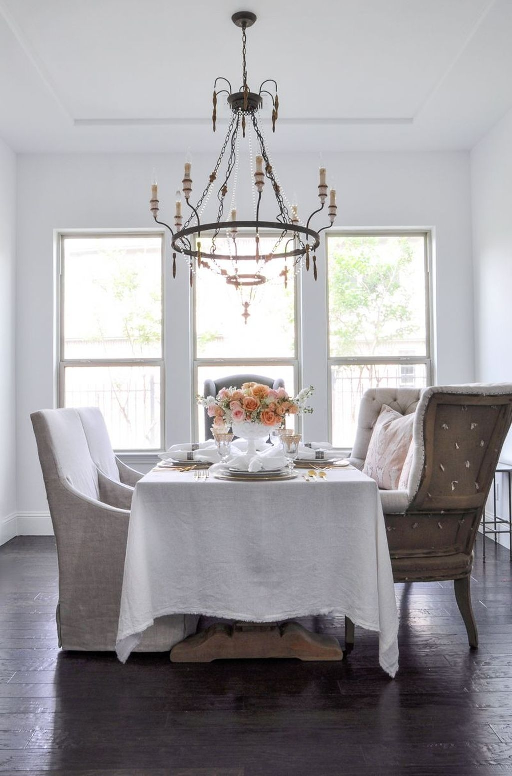 Sweet Romantic Dining Room Decor 23