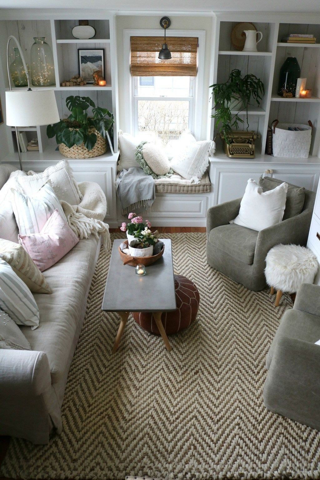 Beautiful Small Space Living Room Decoration Ideas21