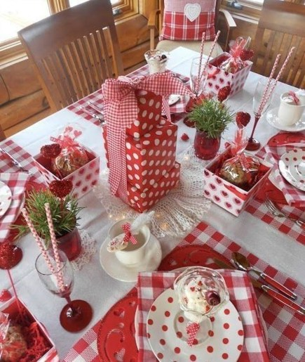 Beautiful Valentines Day Table Decor 23