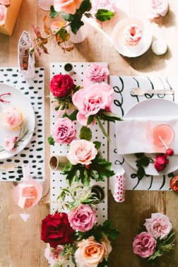 Beautiful Valentines Day Table Decor 34