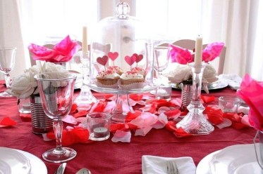 Romantic Valentines Day Dining Room Decor 06