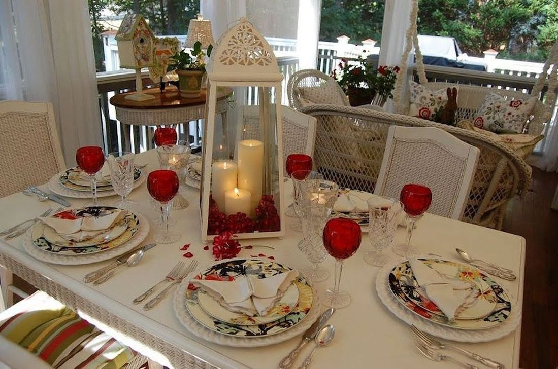 Romantic Valentines Day Dining Room Decor 11