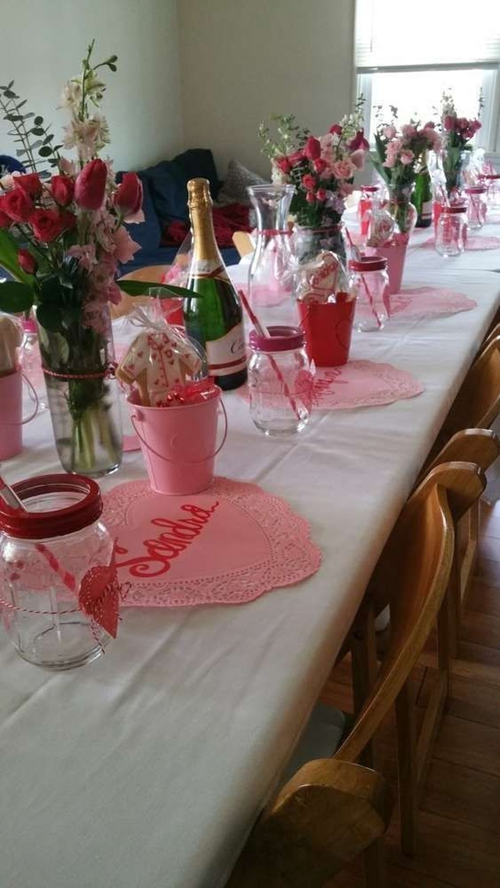 Romantic Valentines Day Dining Room Decor 13