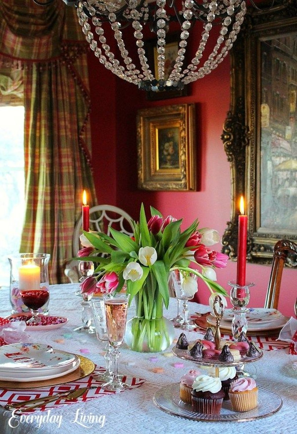 Romantic Valentines Day Dining Room Decor 19