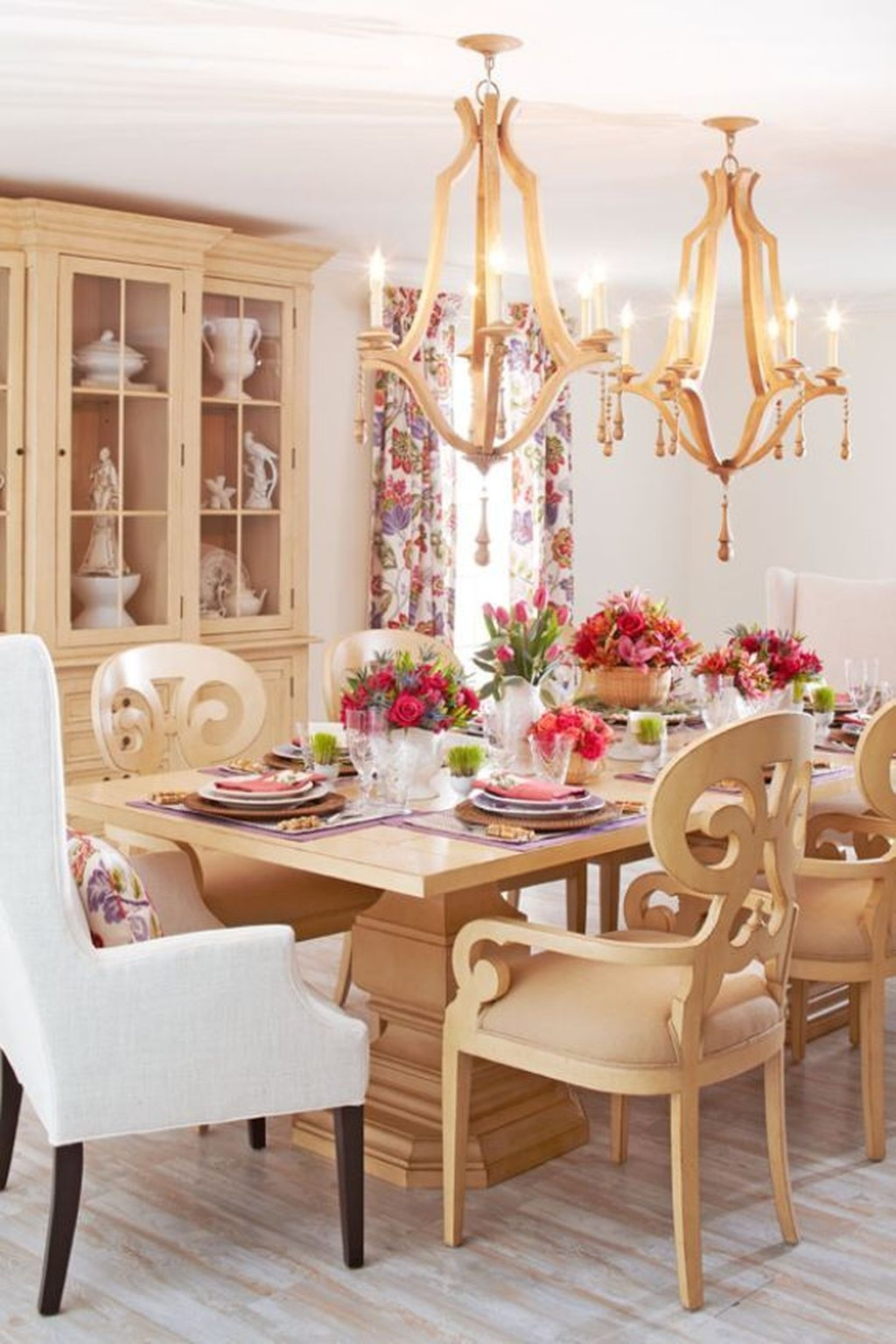 Romantic Valentines Day Dining Room Decor 26