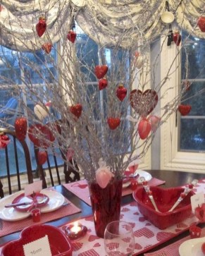 Romantic Valentines Day Dining Room Decor 29