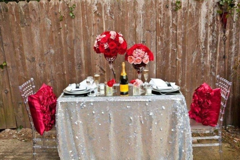 Romantic Valentines Day Dining Room Decor 30