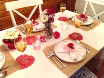 Romantic Valentines Day Dining Room Decor 38
