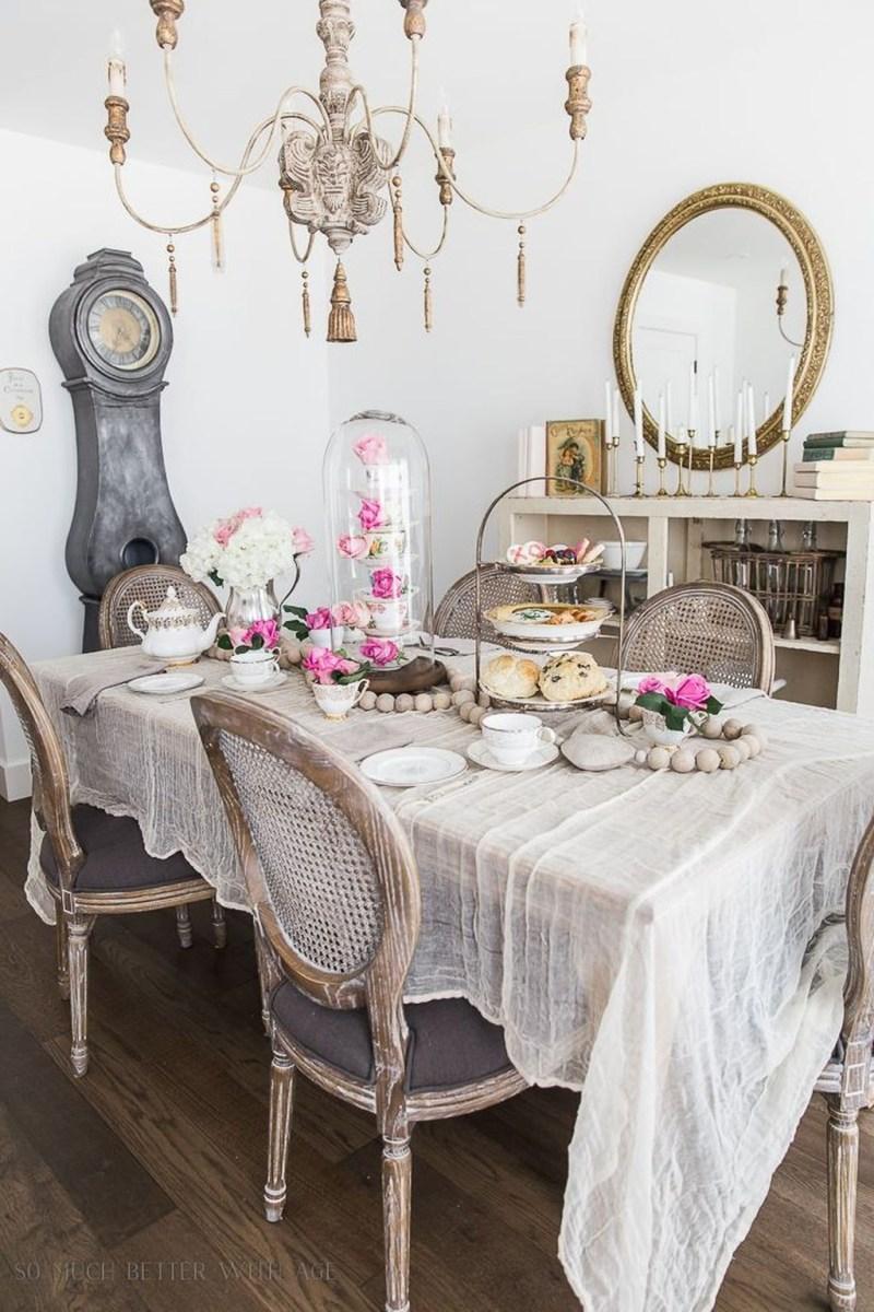 Romantic Valentines Day Dining Room Decor 41