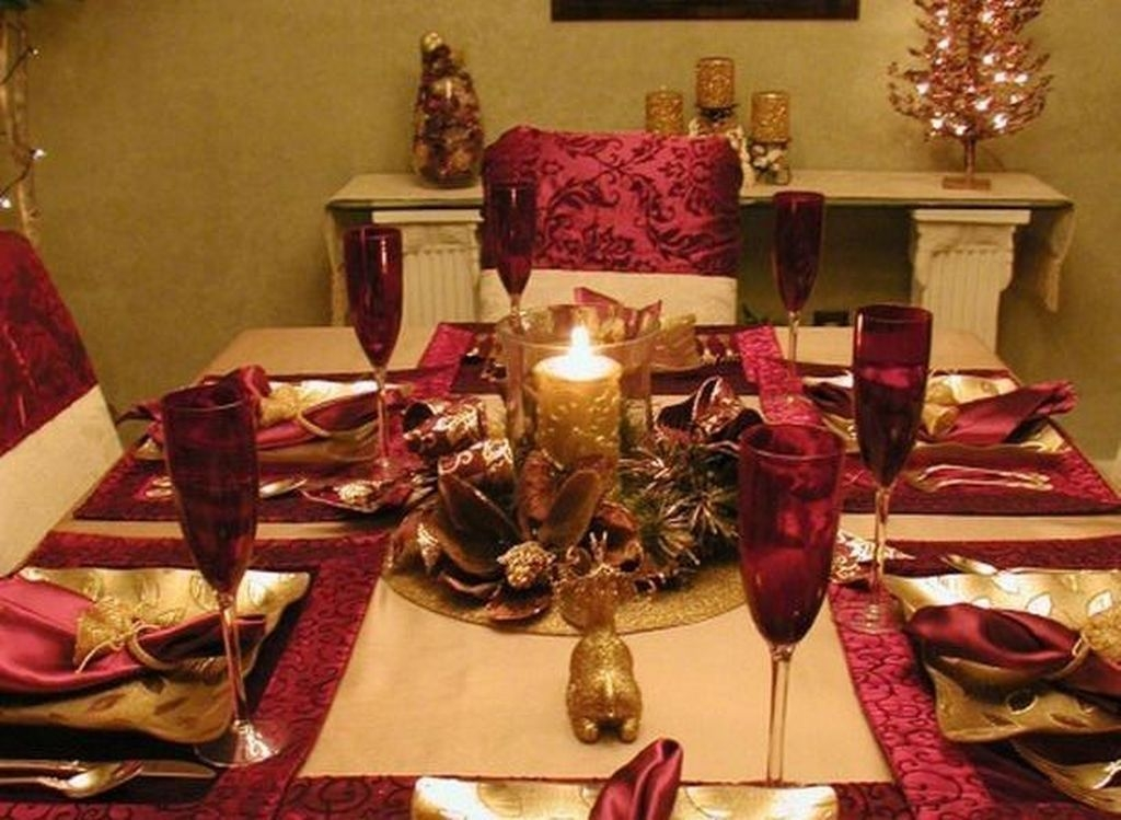 Romantic Valentines Day Dining Room Decor 43