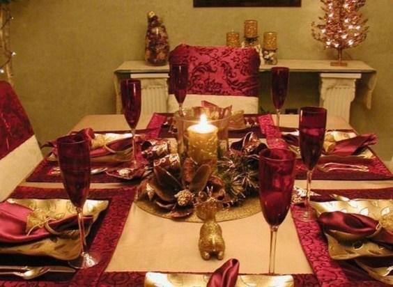 Romantic Valentines Day Dining Room Decor 43