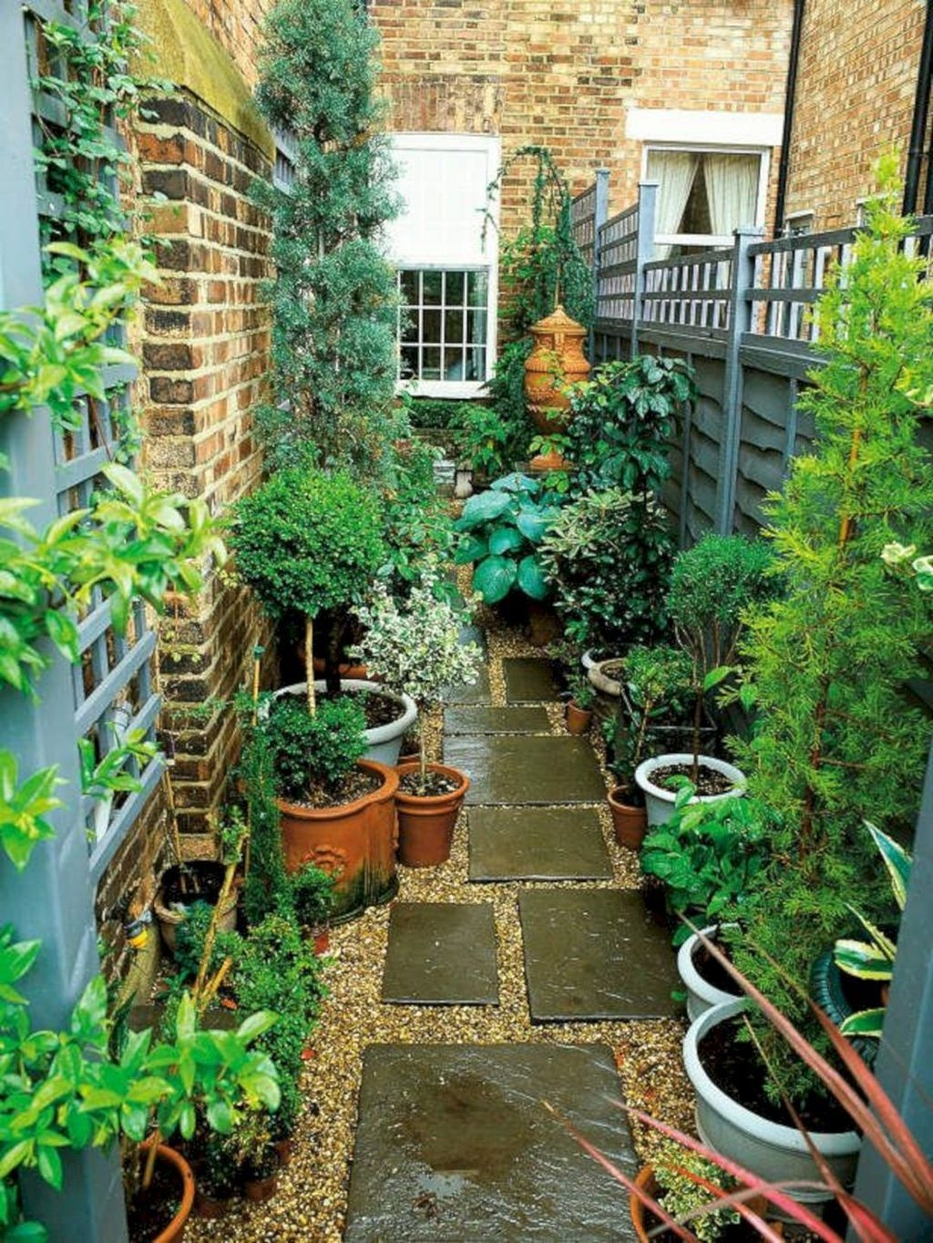 Tiny Yard Garden Design You Can Try Right Away 07
