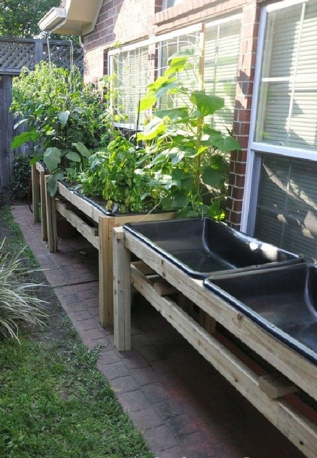 Tiny Yard Garden Design You Can Try Right Away 09
