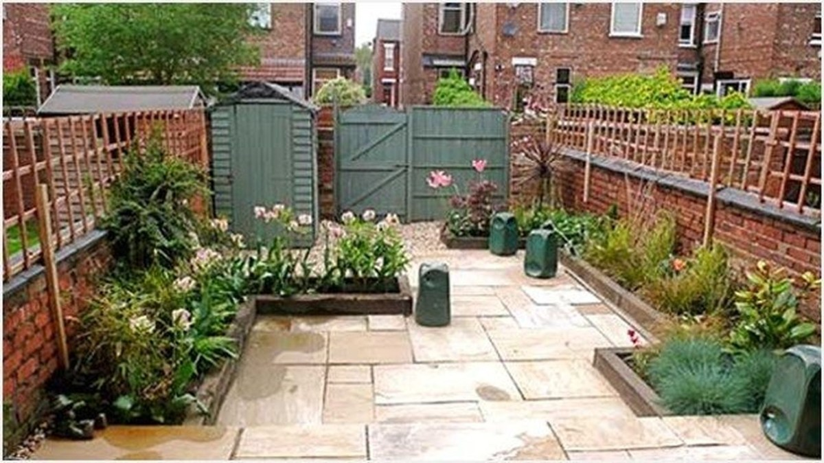 Tiny Yard Garden Design You Can Try Right Away 14