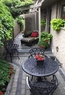 Tiny Yard Garden Design You Can Try Right Away 15