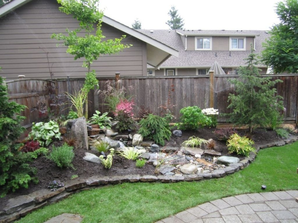 Tiny Yard Garden Design You Can Try Right Away 22