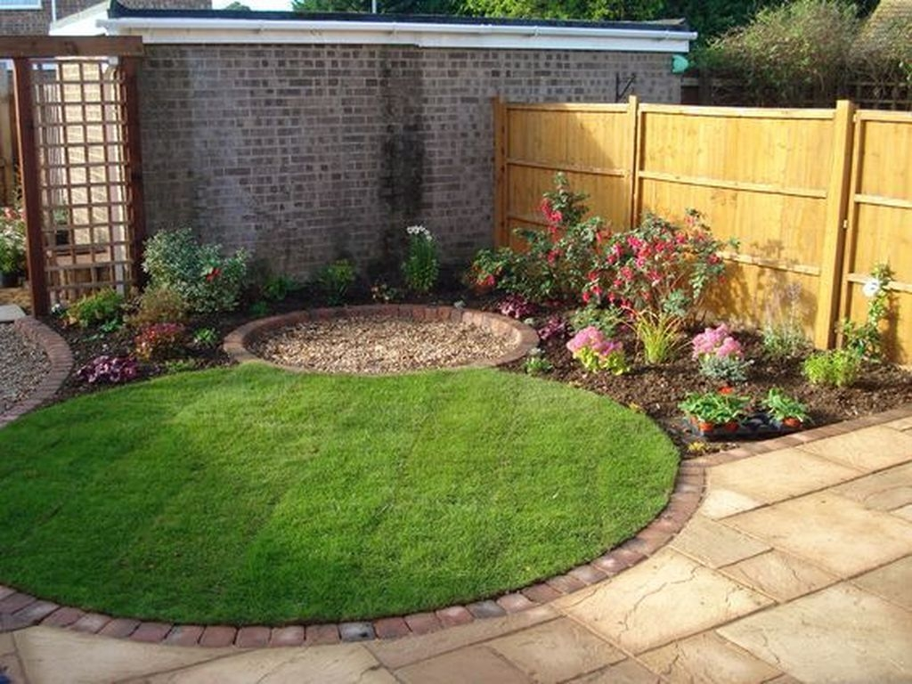 Tiny Yard Garden Design You Can Try Right Away 41
