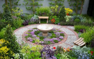 Tiny Yard Garden Design You Can Try Right Away 43