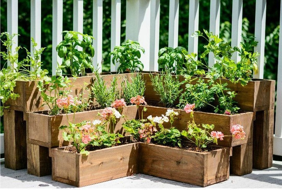 Tiny Yard Garden Design You Can Try Right Away 45